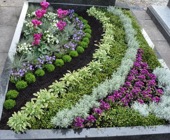 оформление цветника на могилу