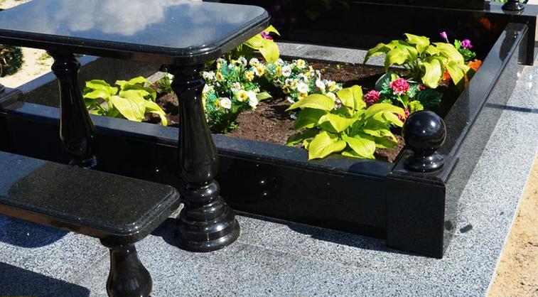 Установка цветника на могилу